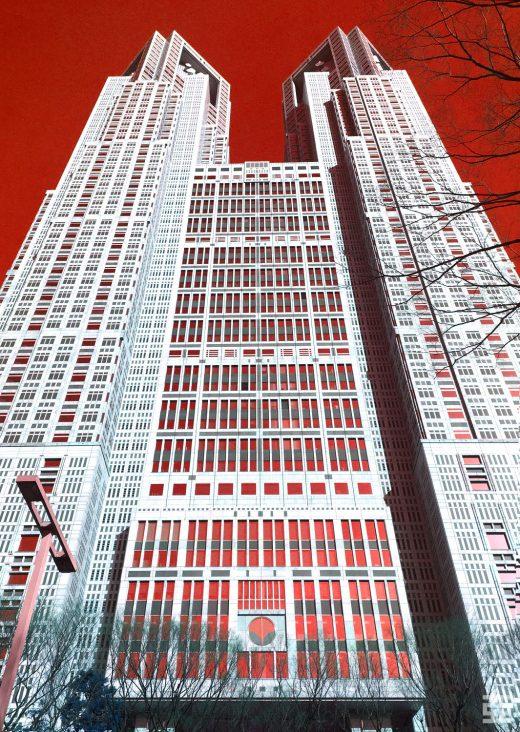 東京都庁背景赤の裏正面